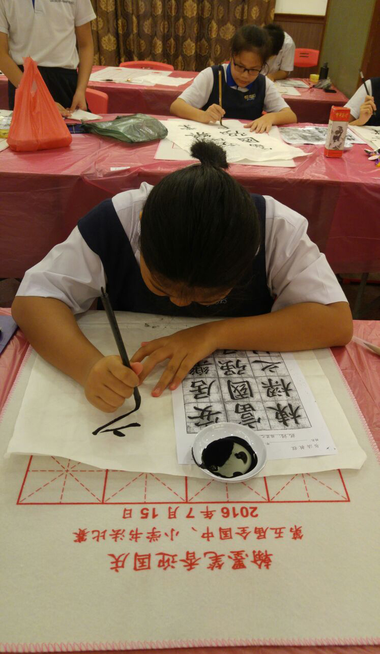 Calligraphy-member-at-competition-ground-2.jpg